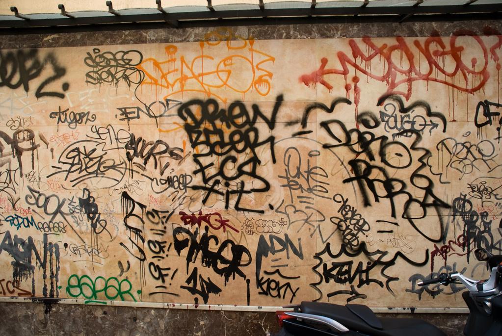 Antibes graffiti