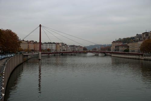 Zakimesque pedestrian bridge